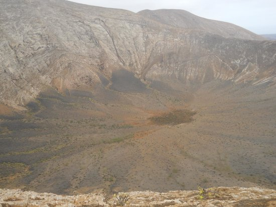 Timanfaya National Park : The inside of the second, bigger volcano from the top of the rim.