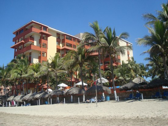 Luna Palace Hotel: Hotel view from the beach