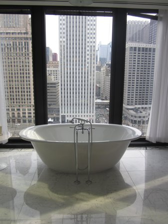 The Langham, Chicago: One of the bath tubs!