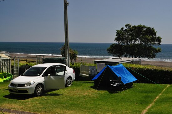 Oakura Beach Holiday Park: Powered site back from beach