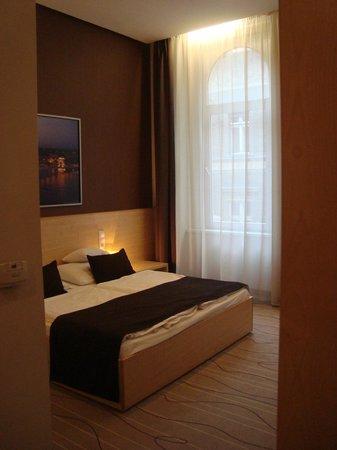 Promenade City Hotel: habitación con vista a la calle