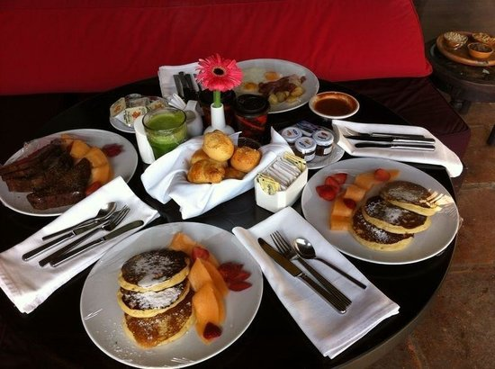 La Reunion Golf Resort & Residences: Desayuno