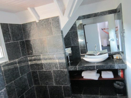 Tom Beach Hotel: Bathroom