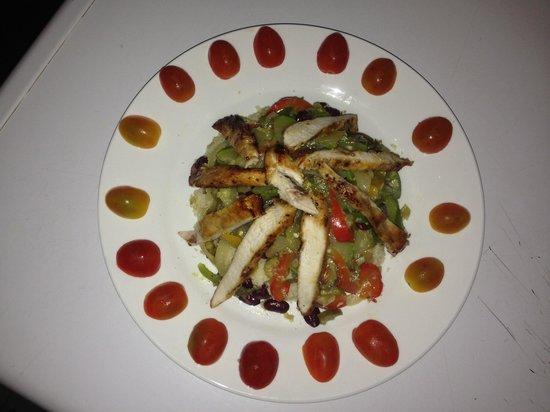 Same Same Backpacker, Siem Riep: CousCous Salad chicken