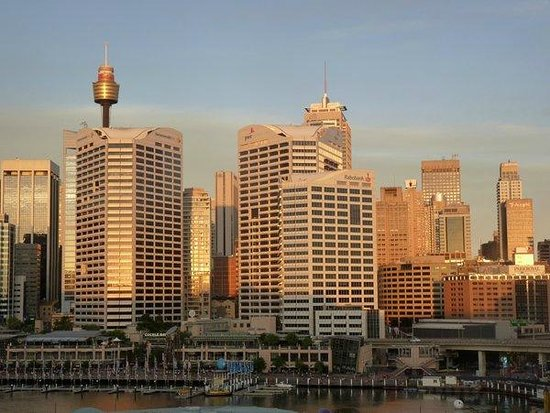 Novotel Sydney on Darling Harbour : Sunset over the city