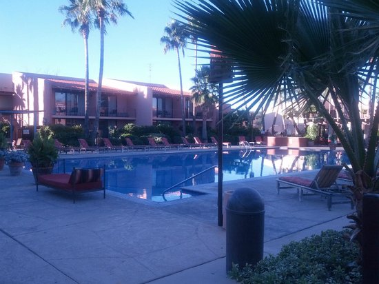 Esplendor Resort at Rio Rico: Pool was too cold in winter - but looks good