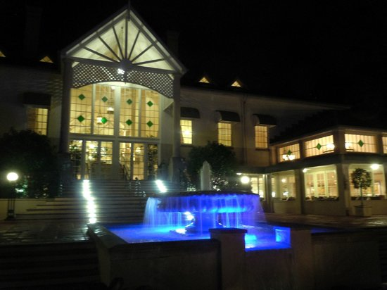 InterContinental Sanctuary Cove Resort : Take a stroll of an evening