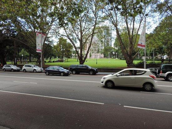 Hyde Park Inn : foto tirada na calçada do hotel