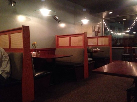 High Tides Seafood Grill : Small but quaint dining area