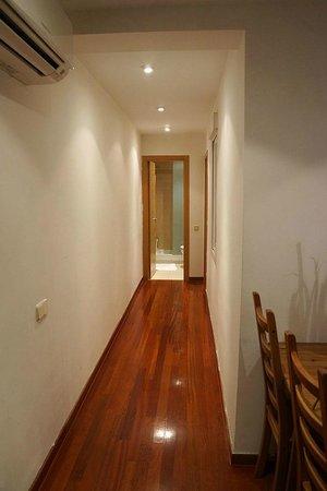 Prado Apartments: Hallway to bathroom