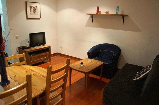 Prado Apartamentos: Living room