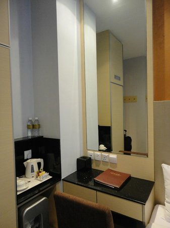 Parc Sovereign Hotel - Albert St.: small room but descent enough to stay for a few nights