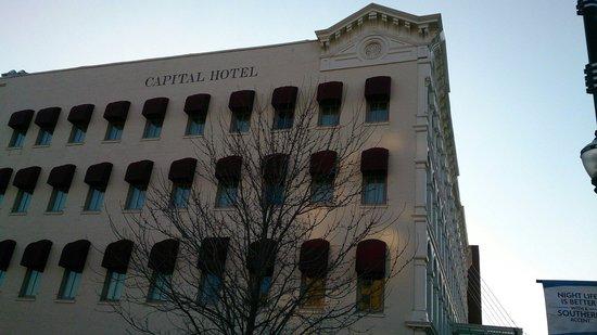 Ashley's At the Capital: 酒店外觀