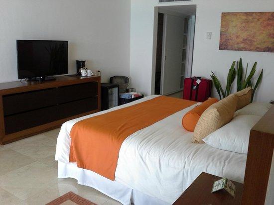 Flamingo Cancun Resort: main bedroom
