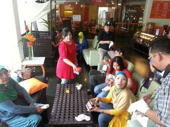 HARRIS Resort Batam Waterfront: Hotel Ground with Family