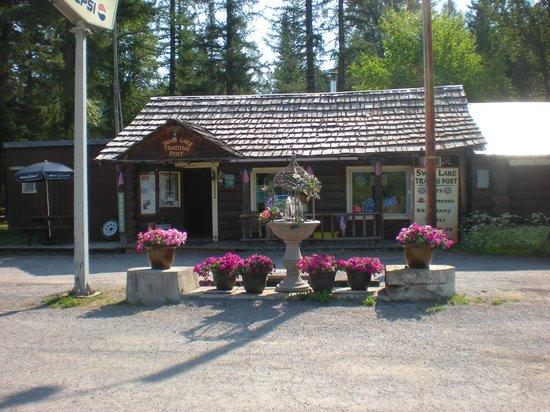 Swan Lake Trading Post & Campground: Beautiful Setting at the Swan Lake Trading Post