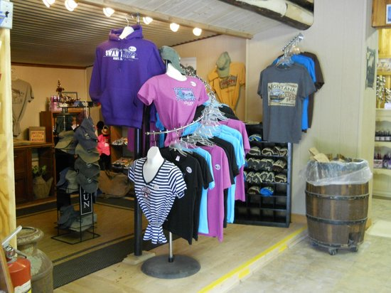 Swan Lake Trading Post & Campground: Great T-shirts