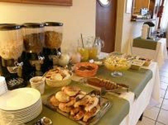 Hotel Austral: Desayuno Exquisito!!
