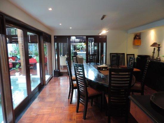 Villa Casis: dining