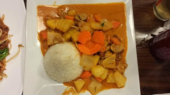Thai Thippawan: The curry dish - massamo or something like that