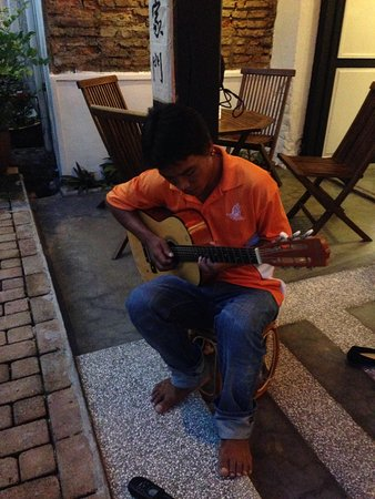 Layang Layang Guest House: Simple tunes that make you smile