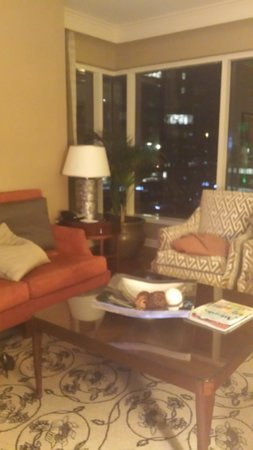 InterContinental Buckhead Atlanta: separate living room