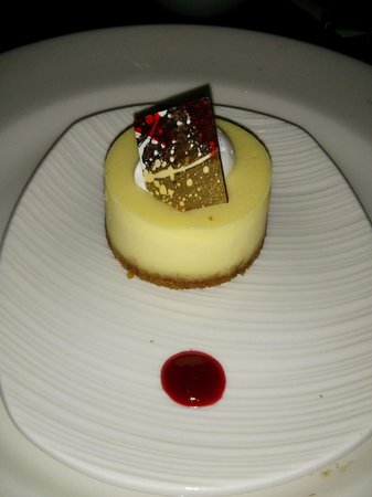 Cravings Buffet at The Mirage: cute and delicious mini cheesecake