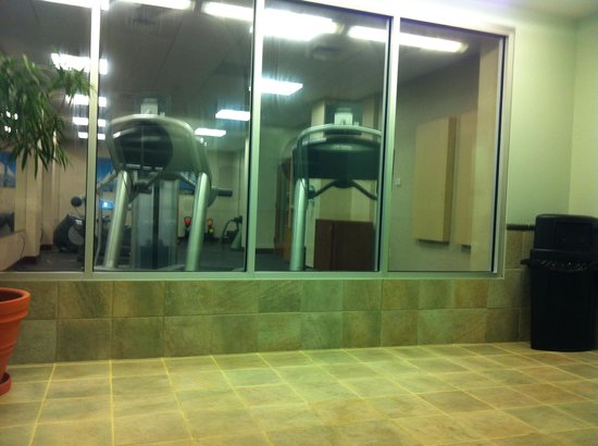 Courtyard Burlington Harbor: Gym Area taken from Indoor Pool Area