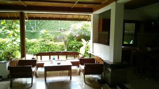 ANANDA RESORT : Bungalow downstairs with open kitchen and living room