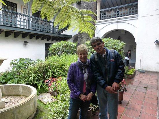 Bogota Bike Tours : Courtyard gardens everywhere