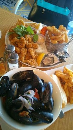 Ivanhoe hotel: seafood basket and mussels