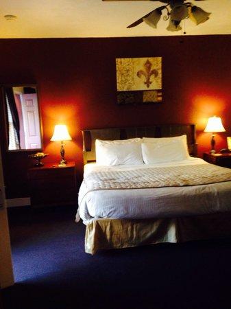 Alpine Inn: Fleur de Lis room has new paint!