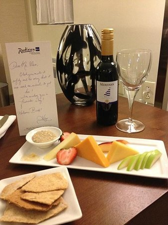 The Warwick Hotel Rittenhouse Square: In-room welcome gift as Elite level guest.