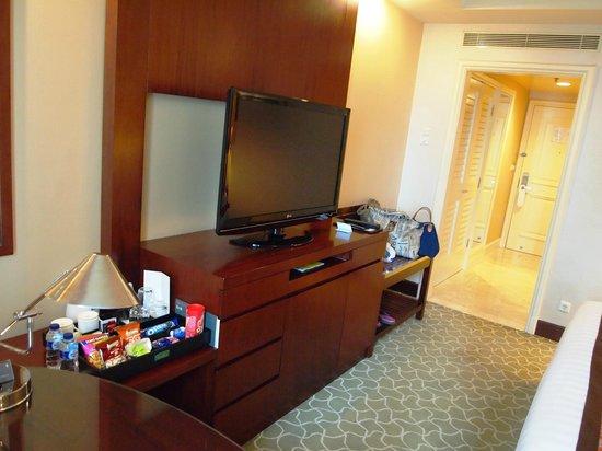 AYANA Midplaza JAKARTA: LCD TV Buffet inside the Deluxe Room