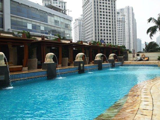 AYANA Midplaza JAKARTA: Swimming Pool