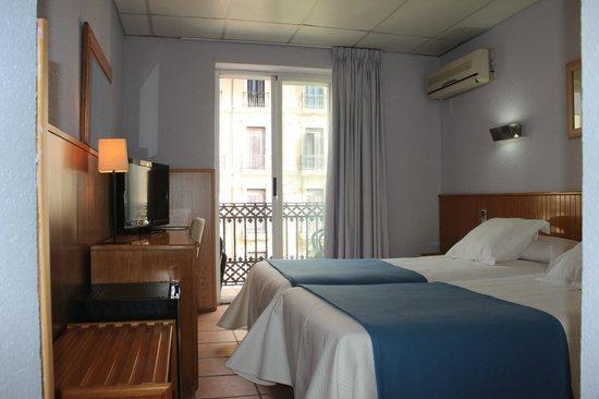 Mendez Nunez: Habitacion Superior Doble 2 camas con balcon