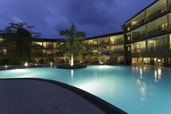 The Palms Hotel: Pool at night