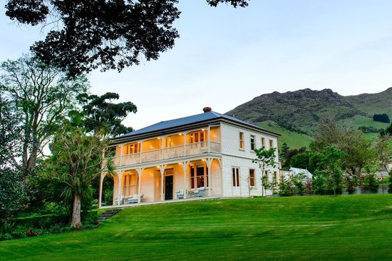 Annandale updated 2017 prices villa reviews akaroa for New zealand mansions for sale