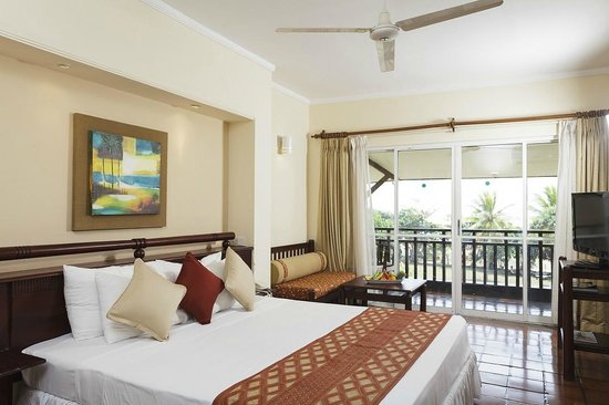 The Palms Hotel : Deluxe Room with Sea View