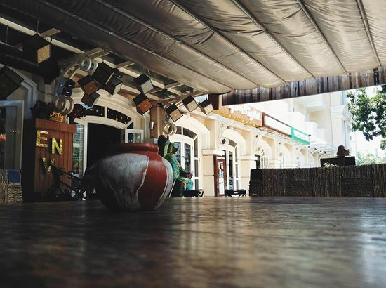 Envy Lounge & Wine Shop