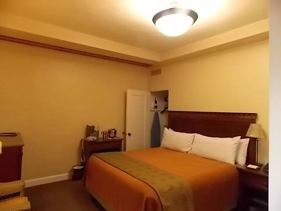 The Majestic Yosemite Hotel: room 502 king bed