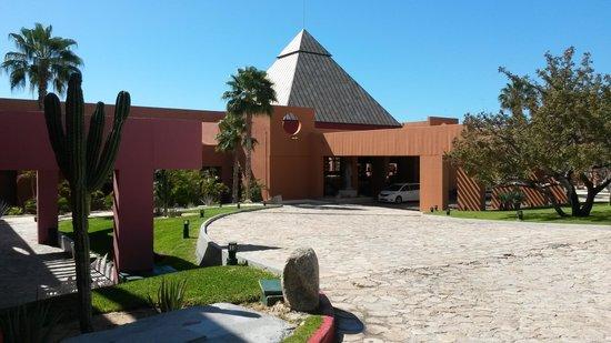 Paradisus Los Cabos: front of resort