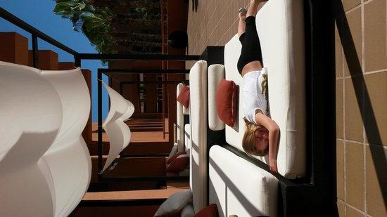 Paradisus Los Cabos: comfy loung bed near lobby