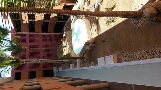 Paradisus Los Cabos: decorative display in between buildings