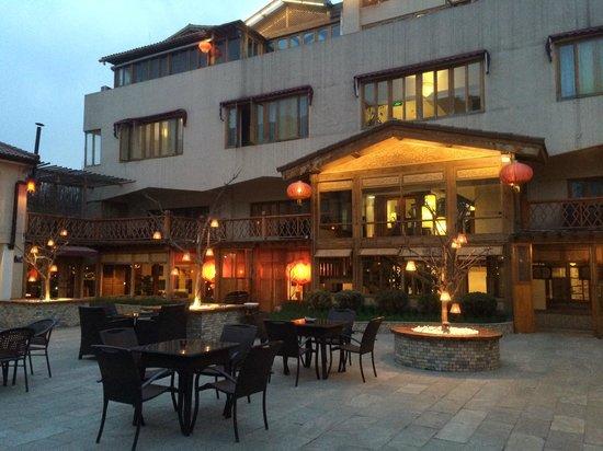 Red Wall Garden Hotel : Great Courtyard