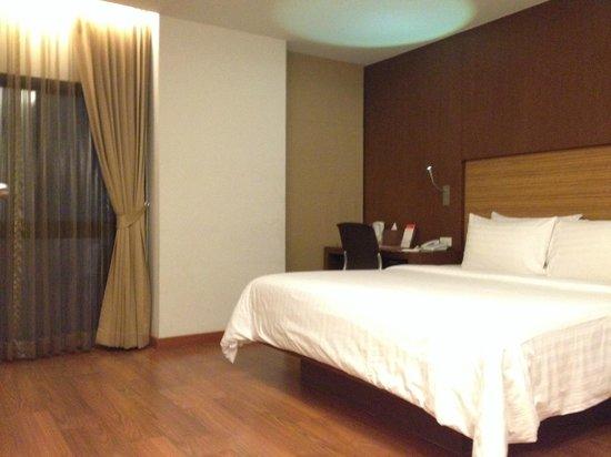 Sacha's Hotel Uno: guest room