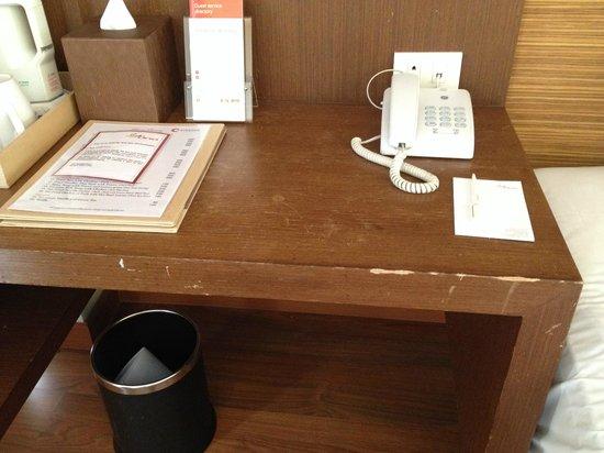 Sacha's Hotel Uno: scratches around the desk....