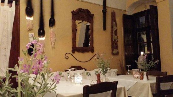 Candouni Restaurant: 店内