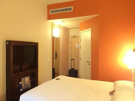 Ibis Hong Kong Central & Sheung Wan Hotel: Comfy room