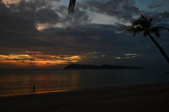 Sunset Beach Resort : shades of sky
